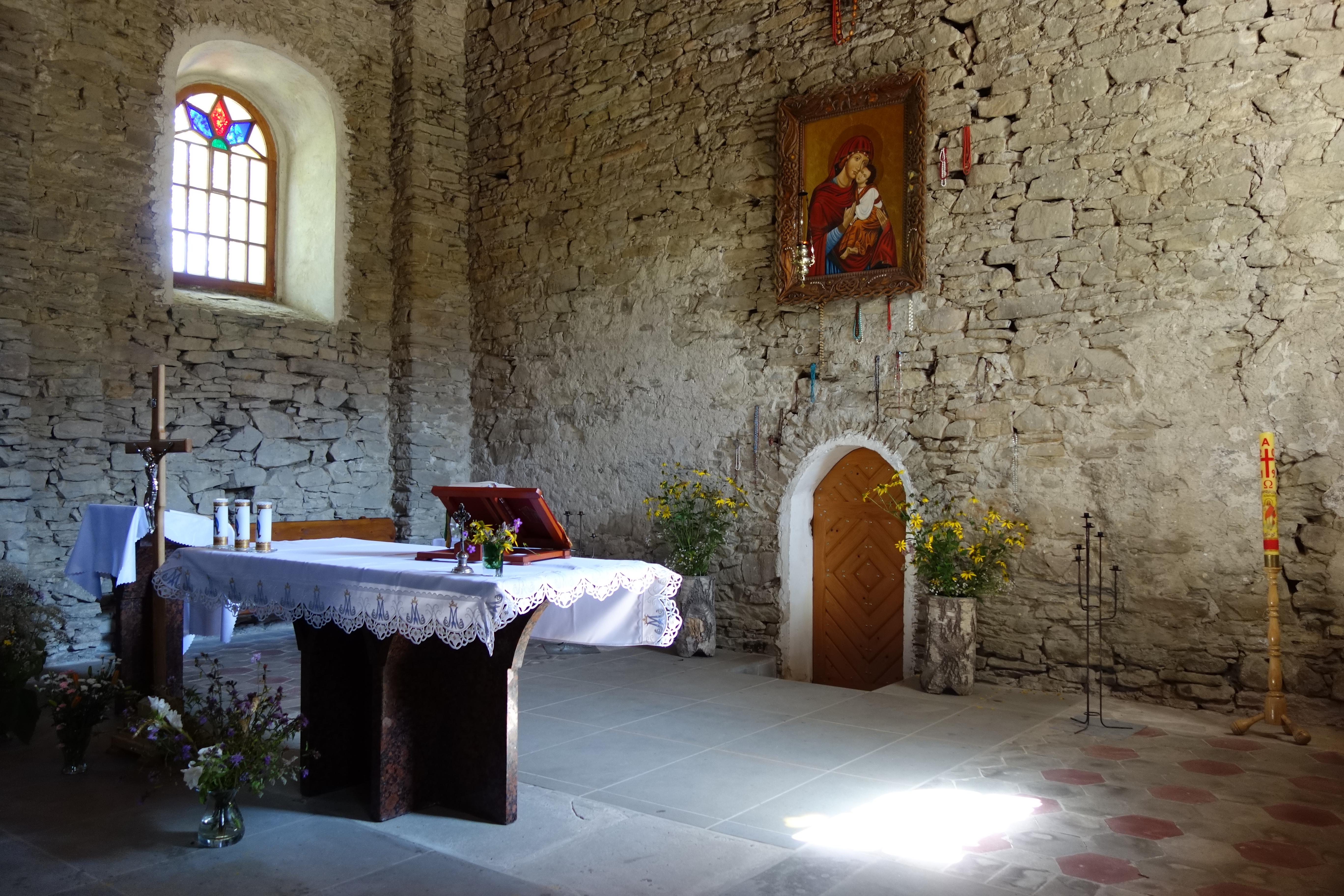 Ołtarz w cerkwii w Łopience